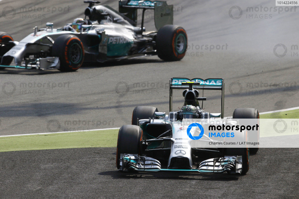 Autodromo Nazionale di Monza, Monza, Italy. Sunday 7 September 2014. Nico Rosberg, Mercedes F1 W05 Hybrid, makes a mistake going in to the first chicane allowing Lewis Hamilton, Mercedes F1 W05 Hybrid, to take the lead. World Copyright: Charles Coates/LAT Photographic. ref: Digital Image _N7T0788