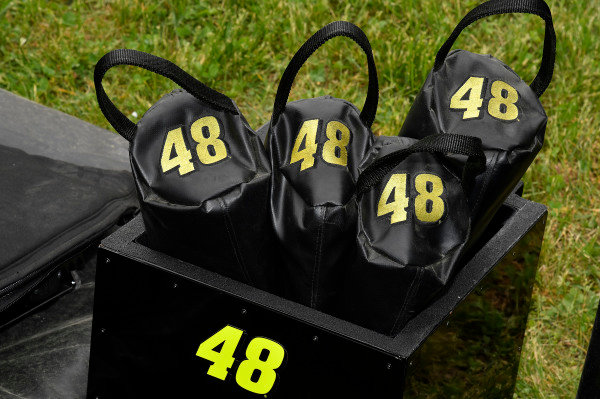 #48: Jimmie Johnson, Hendrick Motorsports, Chevrolet Camaro Lowe's for Pros gas can covers
