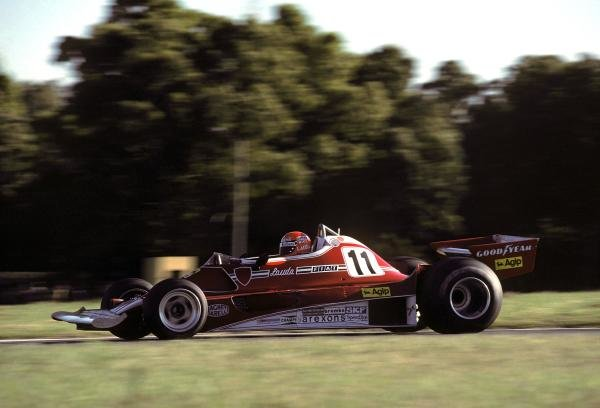 Niki Lauda (AUT) Ferrari 312T2 retired from the race on lap 21 with a broken fuel metering unit. Argentinean Grand Prix, Rd1, Buenos Aires No. 15, Argentina, 9 January 1977.BEST IMAGE