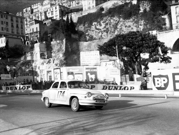 1961 Monte Carlo Rally.Monte Carlo, Monaco. January 1961.Maurice Martin/Roger Bateau (Panhard PL17) 1st position, action.World Copyright: LAT Photographicref: C60984.