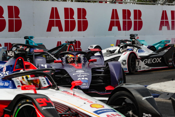 Robin Frijns (NLD), Envision Virgin Racing, Audi e-tron FE05, in the pack