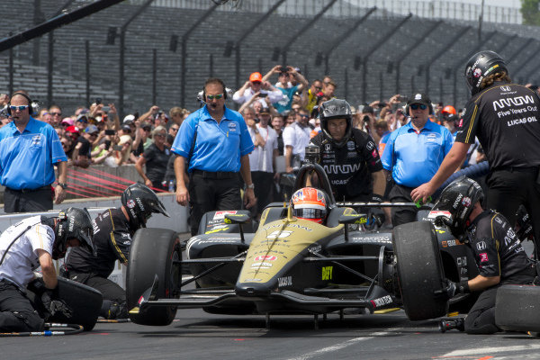 James Hinchcliffe, Arrow Schmidt Peterson Motorsports Honda, during pit stop competition
