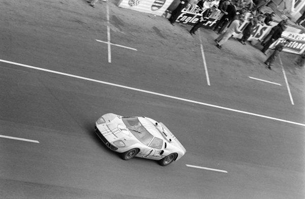 Ken Miles / Denis Hulme, Shelby American Inc., Ford Mk II.