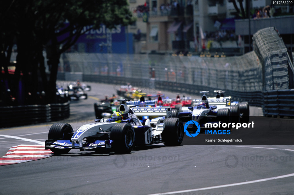 Ralf Schumacher, Williams FW25 BMW, leads Juan Pablo Montoya, Williams FW25 BMW, at the start.