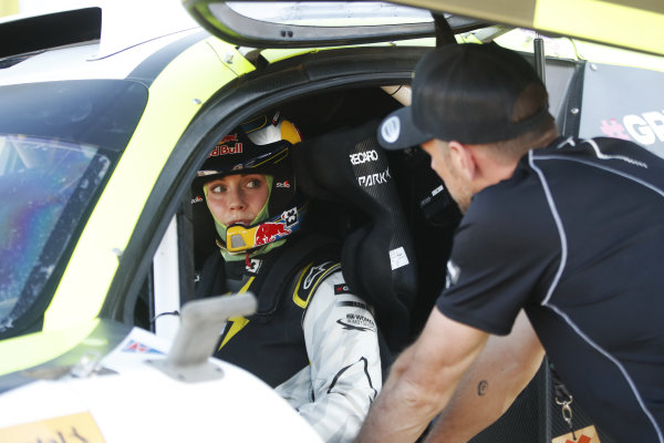 Jenson Button (GBR), JBXE Extreme-E Team, talks to Mikaela Ahlin-Kottulinsky (SWE), JBXE Extreme-E Team
