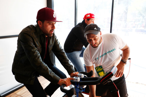 Autodromo Hermanos Rodriguez, Mexico City, Mexico. Sunday 29 October 2017. Fans get involved on exercise bikes with an F1 driver fitness display. World Copyright: Sam Bloxham/LAT Images  ref: Digital Image _W6I0581