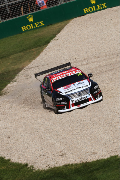 Simona de Silvestro, Nissan Motorsport Nissan, in the gravel.