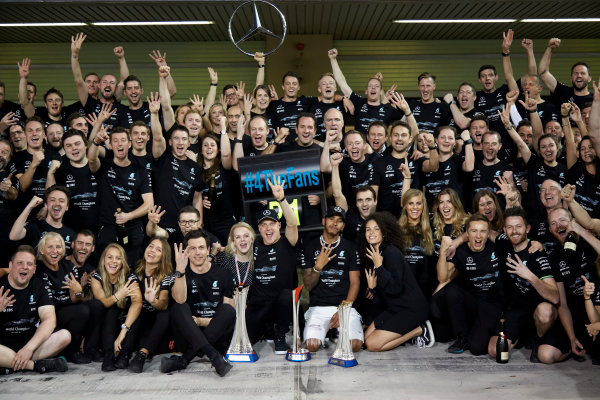 Yas Marina Circuit, Abu Dhabi, United Arab Emirates. Sunday 26 November 2017. Toto Wolff, Executive Director (Business), Mercedes AMG, Valtteri Bottas, Mercedes AMG, 1st Position, his wife Emelia, Lewis Hamilton, Mercedes AMG, 2nd Position, and the Mercedes team celebrate a great race result and another highly successful season. World Copyright: Steve Etherington/LAT Images  ref: Digital Image SNE13478
