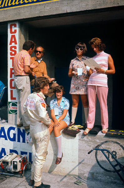 Monza, Italy. 4th - 6th September 1970. Jochen Rindt (Lotus 72C-Ford), during practice before his fatal accident. Colin Chapman talks in the pits whilst Rindt is in conversation with Hazel Chapman and her two daughters, portrait. World Copyright: LAT Photographic Ref: 70 ITA 19.