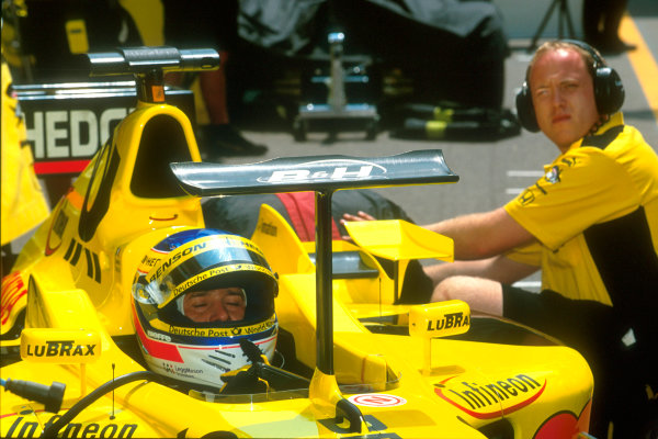 Monte Carlo, Monaco. 29th May 2001. Jordan are willing to try anything in their quest for more downforce.World Copyright: Martyn Elford/LAT Photographic ref: 35mm Priority Image 01MON19