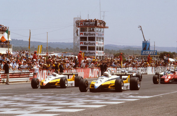 Paul Ricard, France.23-25 July 1982.Rene Arnoux and Alain Prost (both Renault RE30B's) lead the rest of the field away from the front row at the start.Ref-82 FRA 10.World Copyright - LAT Photographic