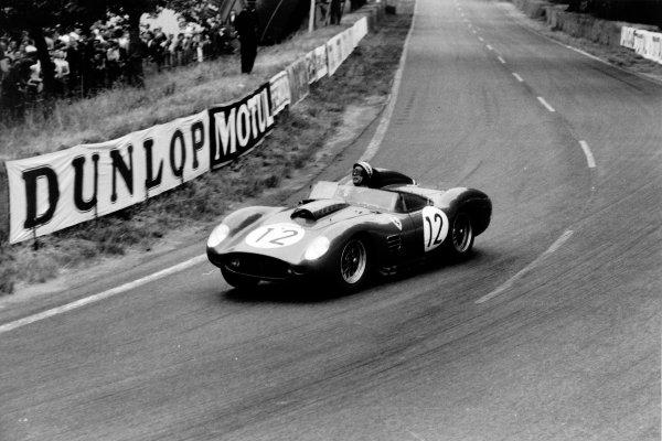 Le Mans, France. 20-21 June 1959.Dan Gurney/Jean Behra, Ferrari 250TR, retired, action.World Copyright: LAT PhotographicRef: Autosport b&w print. Published: Autosport, 26/6/1959 p811