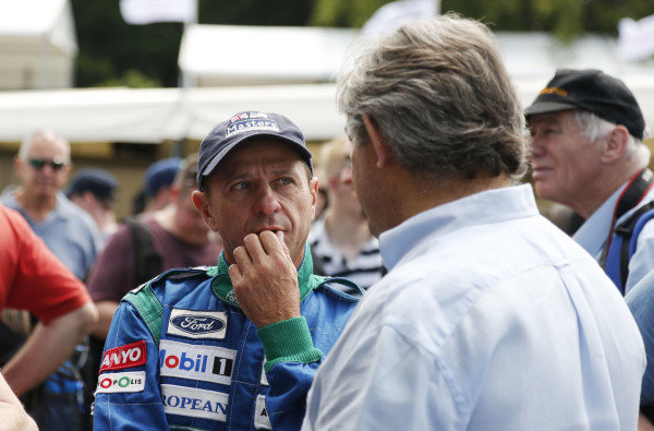 2015 Goodwood Festival of Speed.  Goodwood Estate, West Sussex, England. 25th - 28th June 2015.  Roberto Moreno talks to Sergio Rinland.  Ref: KW5_3603a. World copyright: Kevin Wood/LAT Photographic