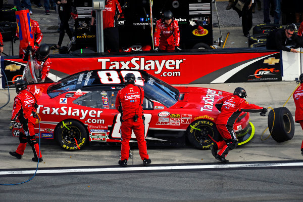 20-21 February, 2015, Daytona Beach, Florida USA Dale Earnhardt Jr makes a pit stop. ?2015, F. Peirce Williams LAT Photo USA