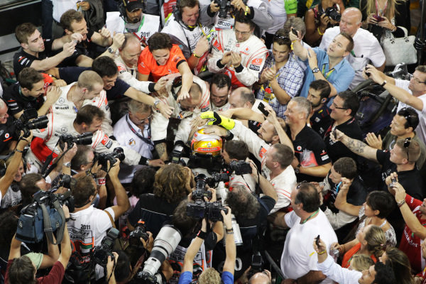Race winner Lewis Hamilton (GBR) McLaren in parc ferme.  Formula One World Championship, Rd 18, Abu Dhabi Grand Prix, Race, Yas Marina Circuit, Abu Dhabi, UAE, Sunday 13 November 2011.  BEST IMAGE