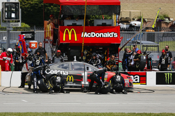#1: Jamie McMurray, Chip Ganassi Racing, Chevrolet Camaro McDonald's/Cessna pit stop