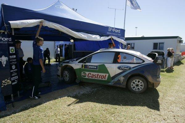 2005 FIA World Rally Champs. Round Sixteen, Rally Australia.10th - 13th November 2004.Toni Gardemeister, Ford, service.World Copyright: McKlein/LAT