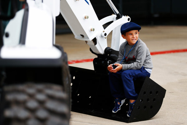 Williams 40 Event Silverstone, Northants, UK Friday 2 June 2017. A young fan sits on a Williams-liveried JCB. World Copyright: Sam Bloxham/LAT Images ref: Digital Image _J6I6860