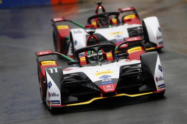 Lucas Di Grassi (BRA), Audi Sport ABT Schaeffler, Audi e-tron FE05, leads Daniel Abt (DEU), Audi Sport ABT Schaeffler, Audi e-tron FE05