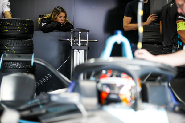 Carrie Schreiner (DUE), HWA Racelab, watches and Stoffel Vandoorne (BEL), HWA Racelab, VFE-05 leaves the garage