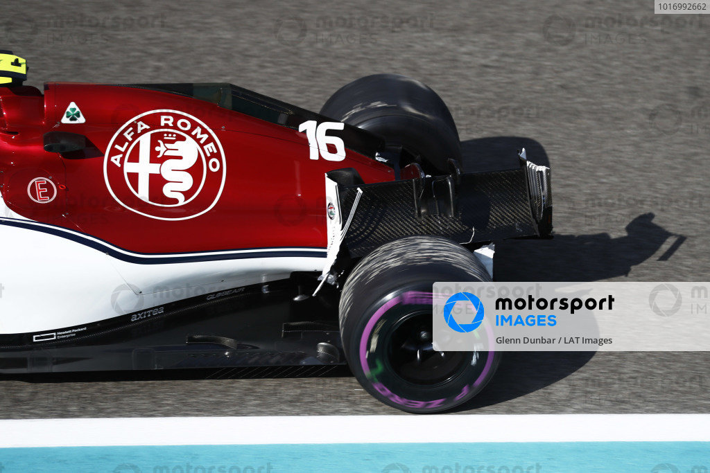 Charles Leclerc, Sauber C37 Ferrari, returns to the pits with a broken rear wing