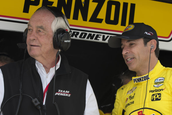 Helio Castroneves, Team Penske Chevrolet talks with team owner Roger Penske