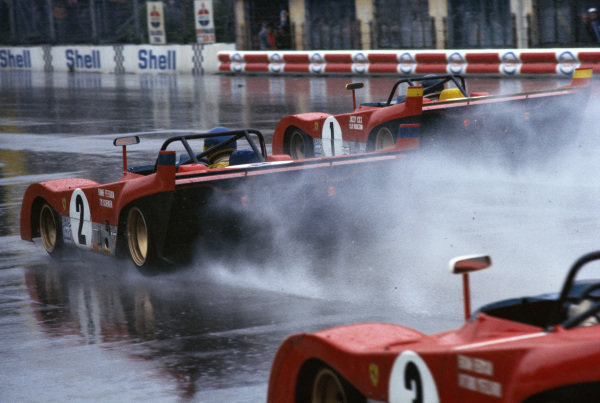 Jacky Ickx / Clay Regazzoni, Spa Ferrari SEFAC, Ferrari 312 PB 0882 leads Ronnie Peterson / Tim Schenken, Spa Ferrari SEFAC, Ferrari 312 PB 0886 at the start.