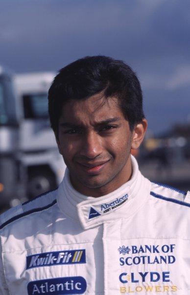 Press Day. Narain Karthikeyan, Stewart Racing - portrait. Donington, England 15/3/2000. World - SPINNEY/LAT Photographic