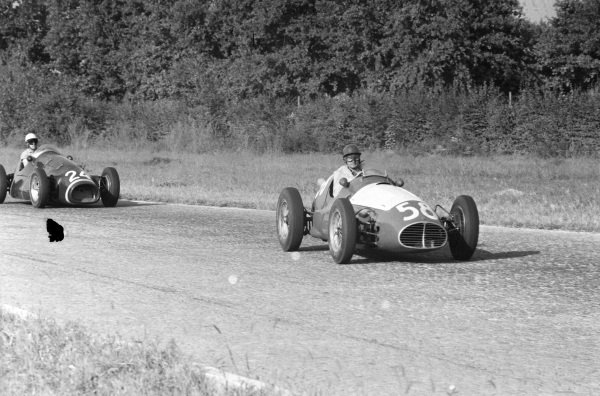 Toulo de Graffenried, Maserati A6GCM-53, leads  Kenneth McAlpine, Connaught A Francis.