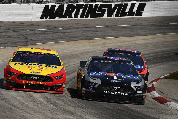 #22: Joey Logano, Team Penske, Ford Mustang Shell Pennzoil, #4: Kevin Harvick, Stewart-Haas Racing, Ford Mustang Mobil 1, and #14: Clint Bowyer, Stewart-Haas Racing, Ford Mustang Mobil 1 / Rush Truck Centers