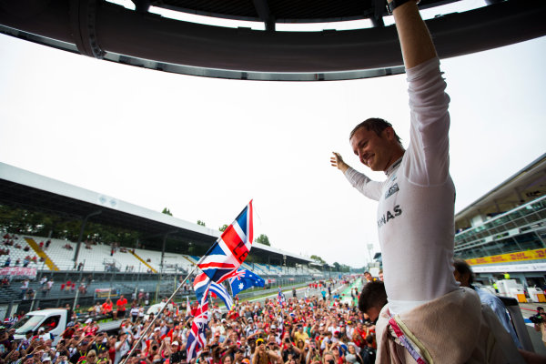Autodromo Nazionale di Monza, Italy. Sunday 4 September 2016. Nico Rosberg, Mercedes AMG, 1st Position, celebrates with the fans after the race. World Copyright: Sam Bloxham/LAT Photographic ref: Digital Image _SBB9787
