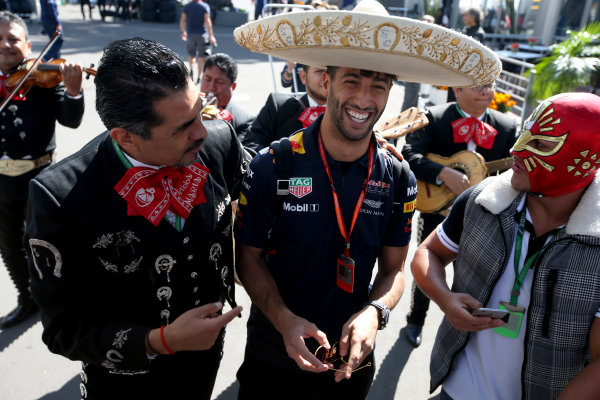 Autodromo Hermanos Rodriguez, Mexico City, Mexico. Thursday 26 October 2017. Daniel Ricciardo, Red Bull Racing, dons a sombrero, next to locals in traditional costume. World Copyright: Charles Coates/LAT Images  ref: Digital Image DJ5R6934