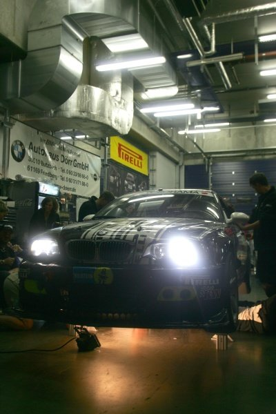 A BMW receives attention in the pits. Nurburgring 24 Hour Race, Nurburgring, Germany 17-18 June 2006 DIGITAL IMAGE