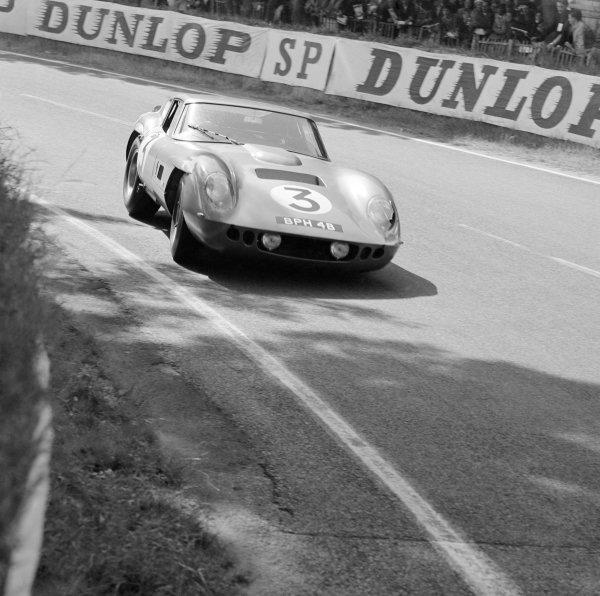 1964 Le Mans 24 hours.Le Mans, France. 20th - 21st June 1964. Jack Sears/Peter Bolton (A C. Cobra Coupe), dnf.World Copyright: LAT PhotographicRef: 25068