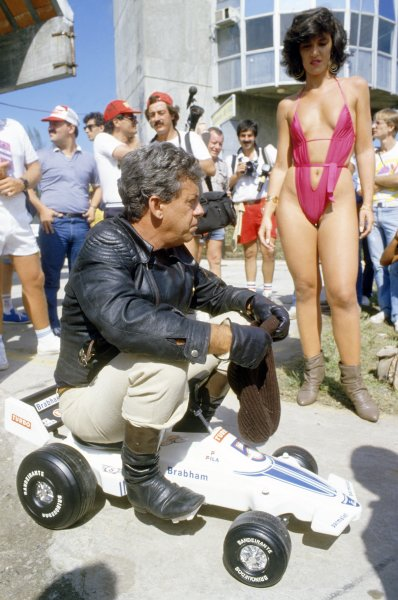 1980 Brazilian Grand Prix.Interlagos, Sao Paulo, Brazil. 25-27 January 1980.A local glamour girl.World Copyright: LAT PhotographicRef: 35mm transparency 80BRA02