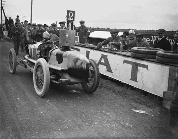Strasbourg, France.2 Pietro Bordino (Fiat 804), retired, pits stop for fuel and new spark plugs, action. Ref: Autocar Glass Plate A664. World Copyright: LAT Photographic.