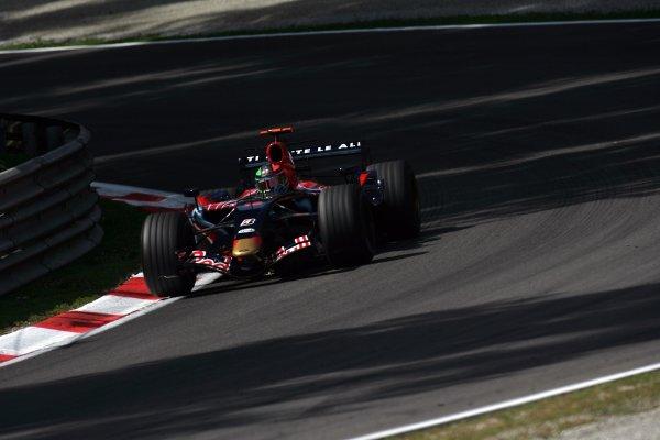 2007 Italian Grand Prix - Friday PracticeAutodromo di Monza, Monza, Italy.7th September 2007.Vitantonio Liuzzi, Toro Rosso STR02-Ferrari. Action. World Copyright: Steven Tee/LAT Photographicref: Digital Image YY2Z8295