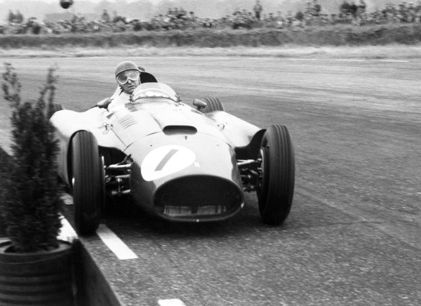 1956 British Grand Prix. Silverstone, Great Britain. 14 July 1956. Juan Manuel Fangio (Lancia-Ferrari D50), 1st position, action. World Copyright - LAT Photographic. Ref:397#30