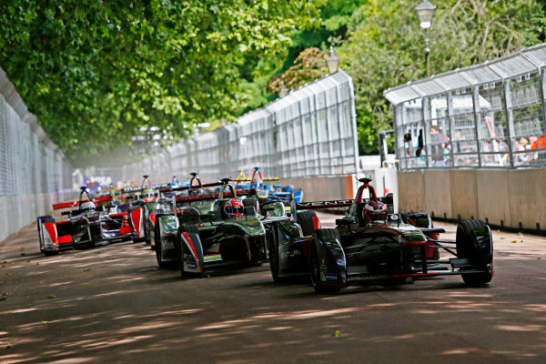2014/2015 FIA Formula E Championship. London ePrix, Battersea Park, London, United Kingdom. Sunday 28 June 2015 Stephane Sarrazin (FRA)/Venturi Racing - Spark-Renault SRT_01E, leads Loic Duval (FRA)/Dragon Racing - Spark-Renault SRT_01E  at the start of the race. Photo: Zak Mauger/LAT/Formula E ref: Digital Image _L0U0568