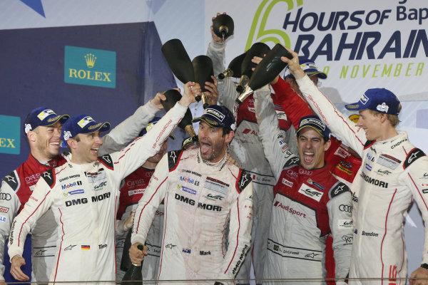 2016 FIA World Endurance Championship, Bahrain International Circuit, 17th-19th November 2016, Mark Webber - Porsche Team Porsche 919 Hybrid World Copyright. Jakob Ebrey/LAT Photographic