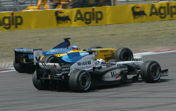 2003 European Grand Prix - Sunday Race,Nurburgring, Germany. 29th June 2003 David Coulthard, Team McLaren Mercedes MP4-17D, battles with Fernando Alonso, Renault R23, action.World Copyright: Steve Etherington/LAT Photographic ref: Digital Image Only