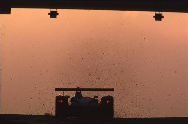 Le Mans, France. 13th - 17th June 2001. Kicking up stones under the Dunlop Bridge at Dawn. World Copyright - Bellanca/LAT Photographic Ref: 01LM25.