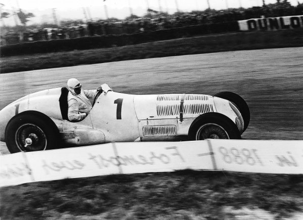 Donington Park, Great Britain. 2nd October 1937.Rudolf Caracciola (Mercedes-Benz W125), 3rd position, action. World Copyright: LAT Photographic.Ref:  Autocar Glass Plate C12994.