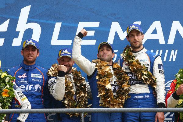 #36 Signatech Alpine Matmut Alpine A470: Nicolas Lapierre, Andre Negrao, Pierre Thiriet