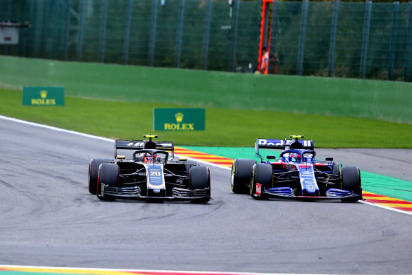 Kevin Magnussen, Haas VF-19, battles with Pierre Gasly, Toro Rosso STR14