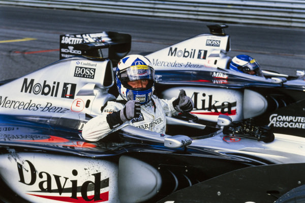 David Coulthard, McLaren MP4-14 Mercedes, and Mika Häkkinen, McLaren MP4-14 Mercedes, arrive in Parc Ferme.