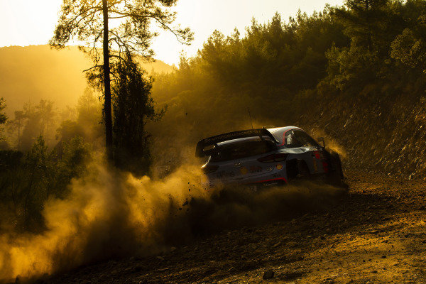 Andreas Mikkelsen, Hyundai Motorsport, Hyundai i20 Coupé WRC 2018, early in the morning
