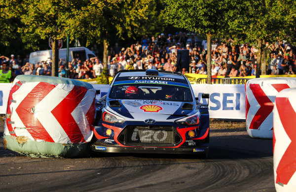 Thierry Neuville clips a straw bale on the St Wendel street stage