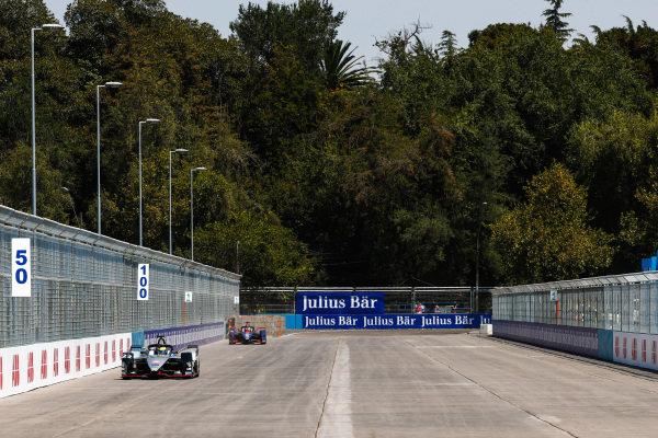 Oliver Rowland (GBR), Nissan e.Dams, Nissan IMO1 leads Robin Frijns (NLD), Envision Virgin Racing, Audi e-tron FE05