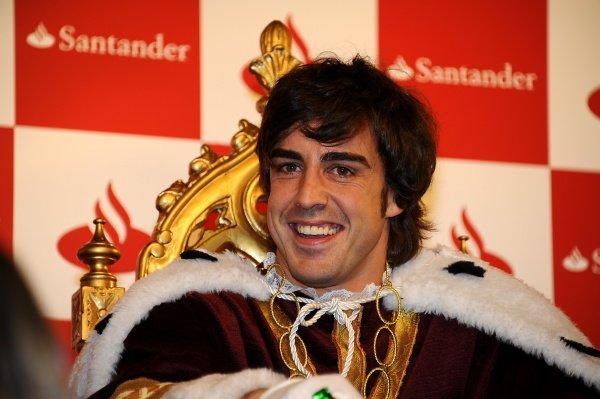 Fernando Alonso (ESP), Ferrari, dressed as a wise man.Santander Christmas Festivities, Madrid, Spain, Monday 19 December 2011. *** Local Caption *** RUBIO